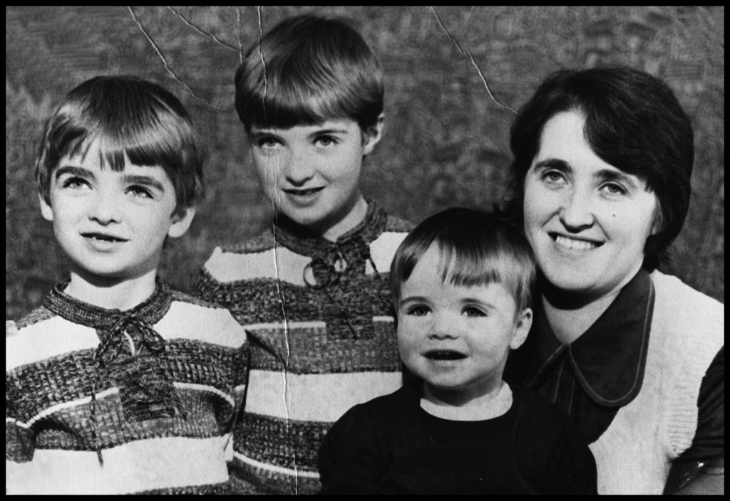 oasis gallagher brothers growing up